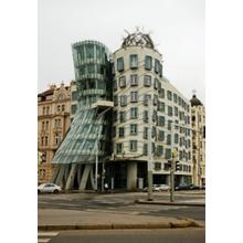 Thumb_dancing_house