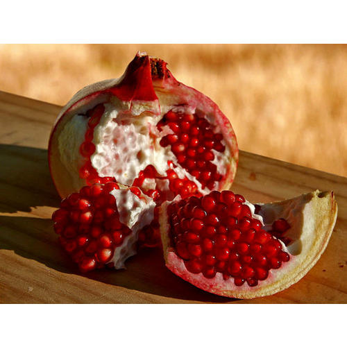 Normal_pomegranate_wikimediacc-1