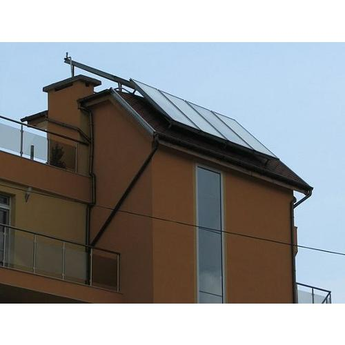 Normal_solar_panel_on_roof