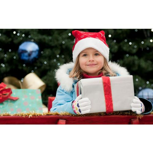 Normal_little_girl_in_christmas-wide