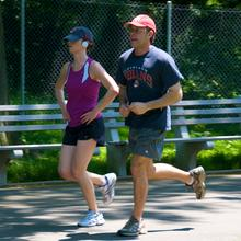 Thumb_jogging_couple