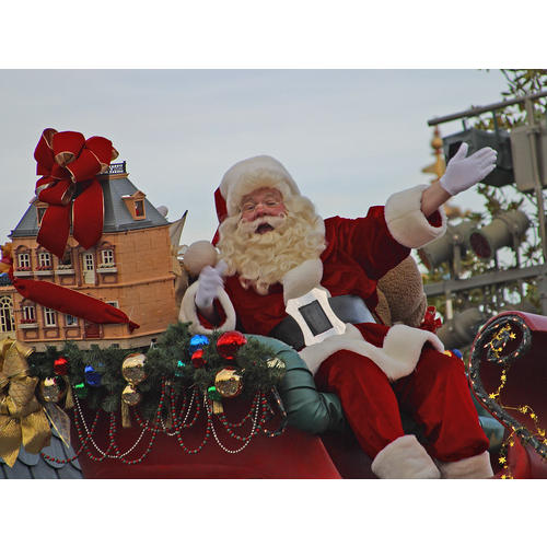 Normal_santa_in_the_disney_parade