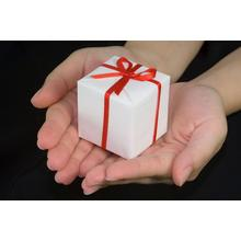 Thumb_gift-giving_02