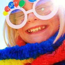 Thumb_1024px-shiny_happy_birthday_girl_smiling