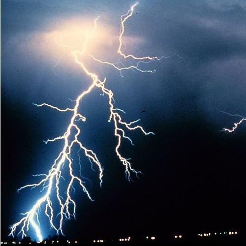 Normal_800px-lightning_noaa