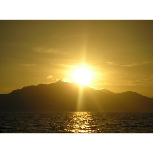 Normal_yellow_sunrise.jpg