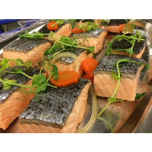 Normal_cold-preserved-salmon-1102953_1280