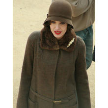 Thumb_angelina_jolie_on_the_set_of_changeling_by_monique_autrey_(cropped)
